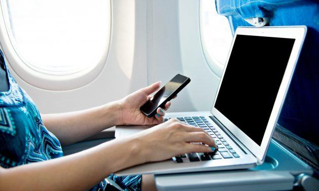 中国東方航空(MU)が中国航空会社で初めて機内でスマートフォン利用可能に