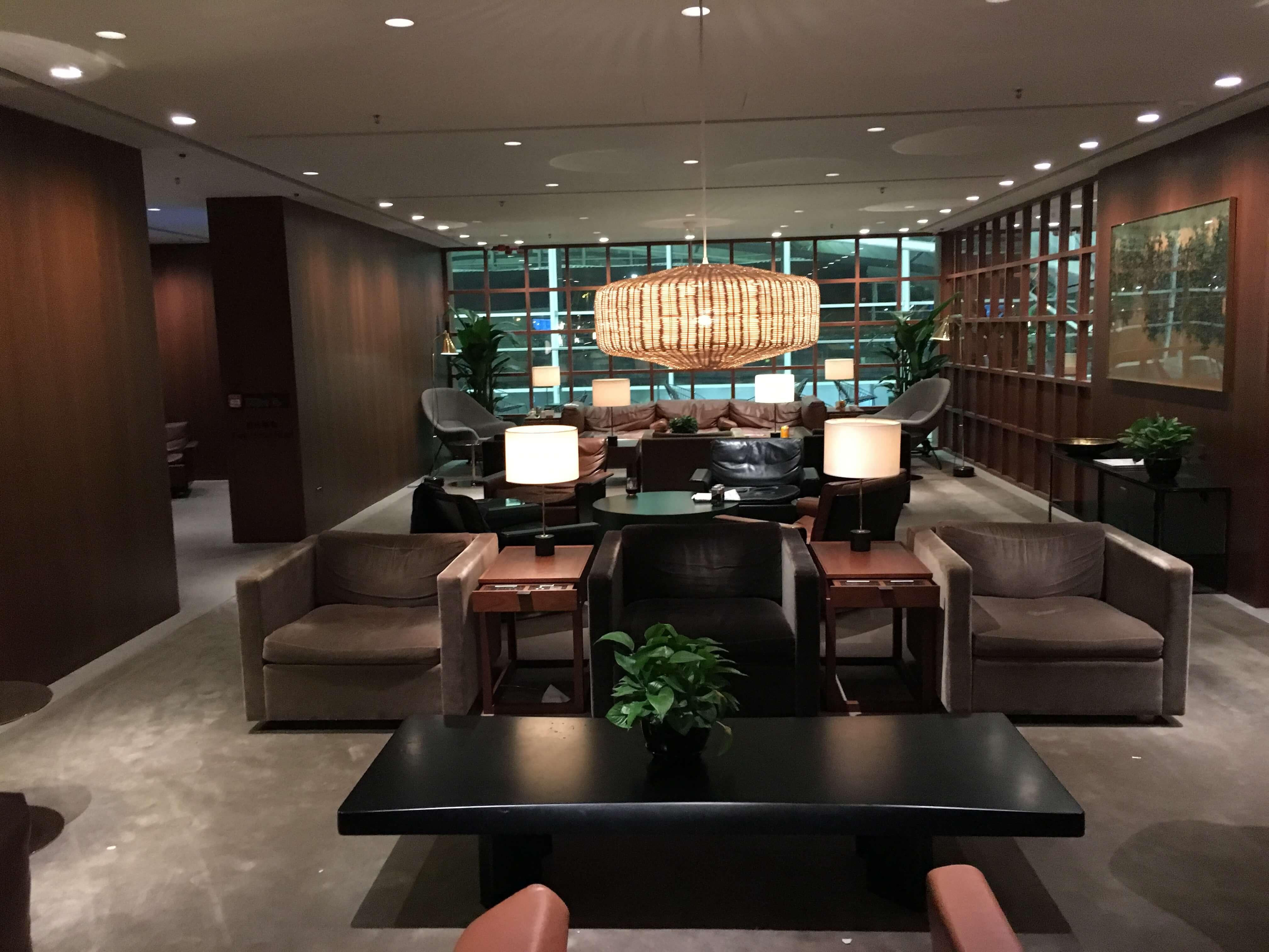Lounge Review : 香港空港(HKG) キャセイパシフィック航空(CX)ラウンジ「the Deck」
