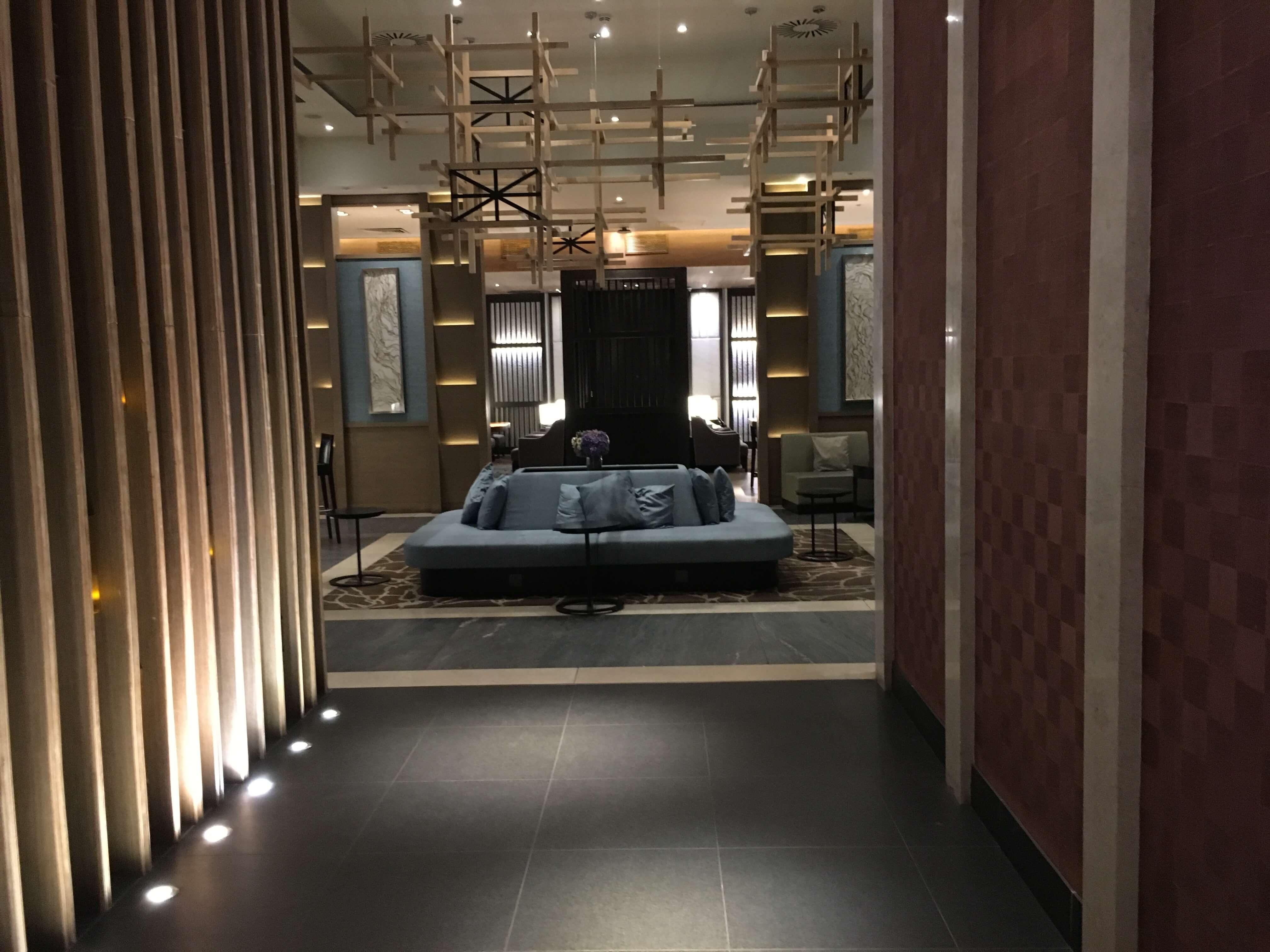 Lounge Review : ロンドン・ヒースロー(LHR)ターミナル2 Plaza Premium lounge