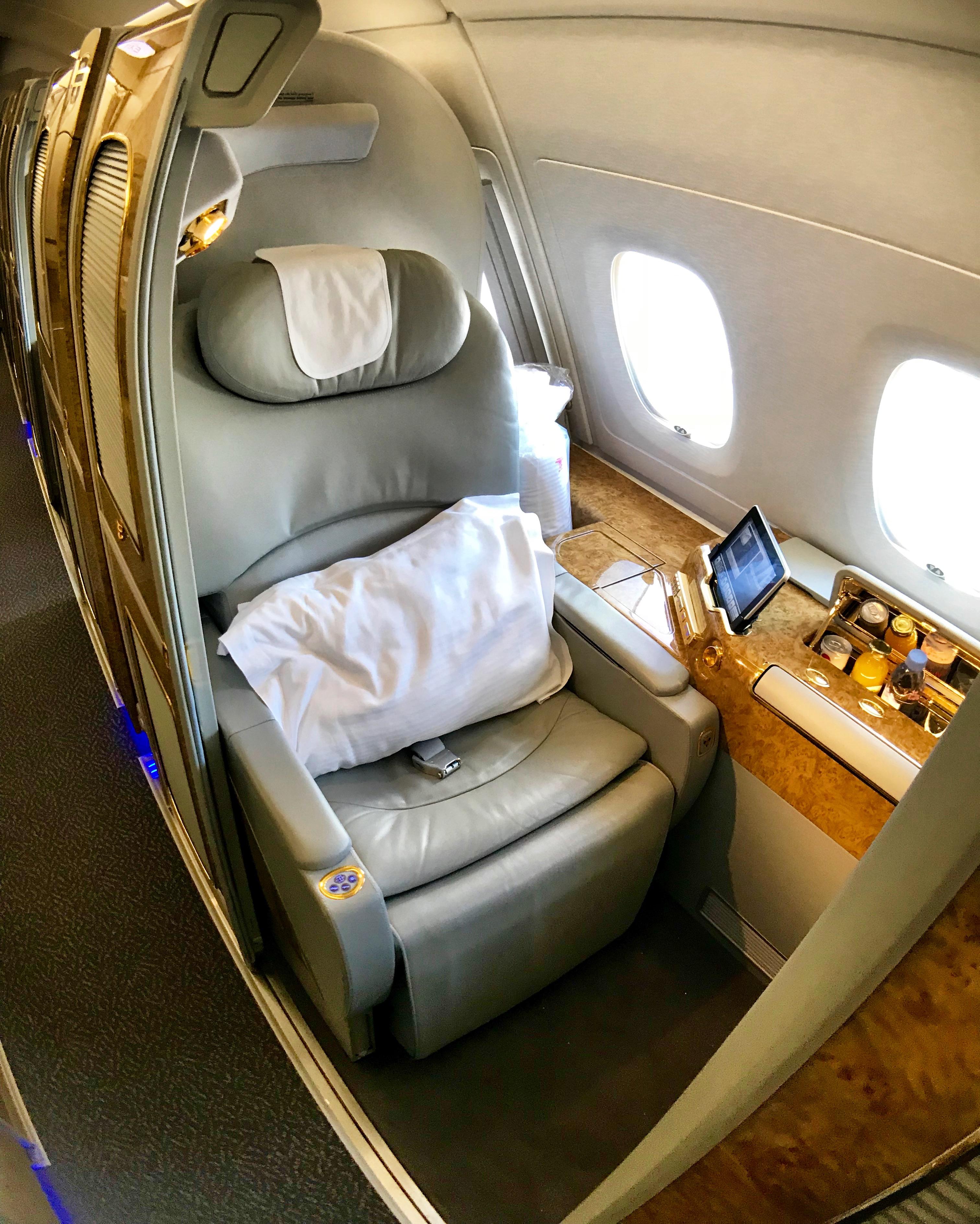 アラスカ航空(AS)のマイレージを利用してエミレーツ航空(EK)のファーストクラスに搭乗したい