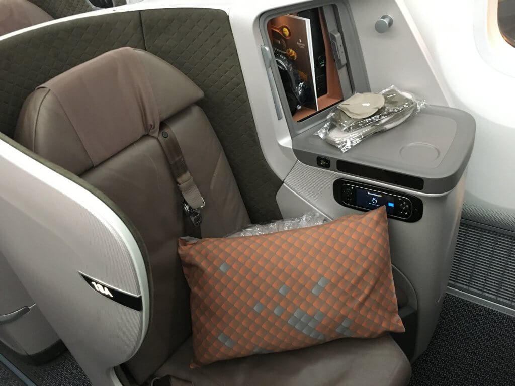 Business Class Review : シンガポール航空(SQ) SQ638 シンガポール(SIN) – 成田(NRT) Boeing B787-10