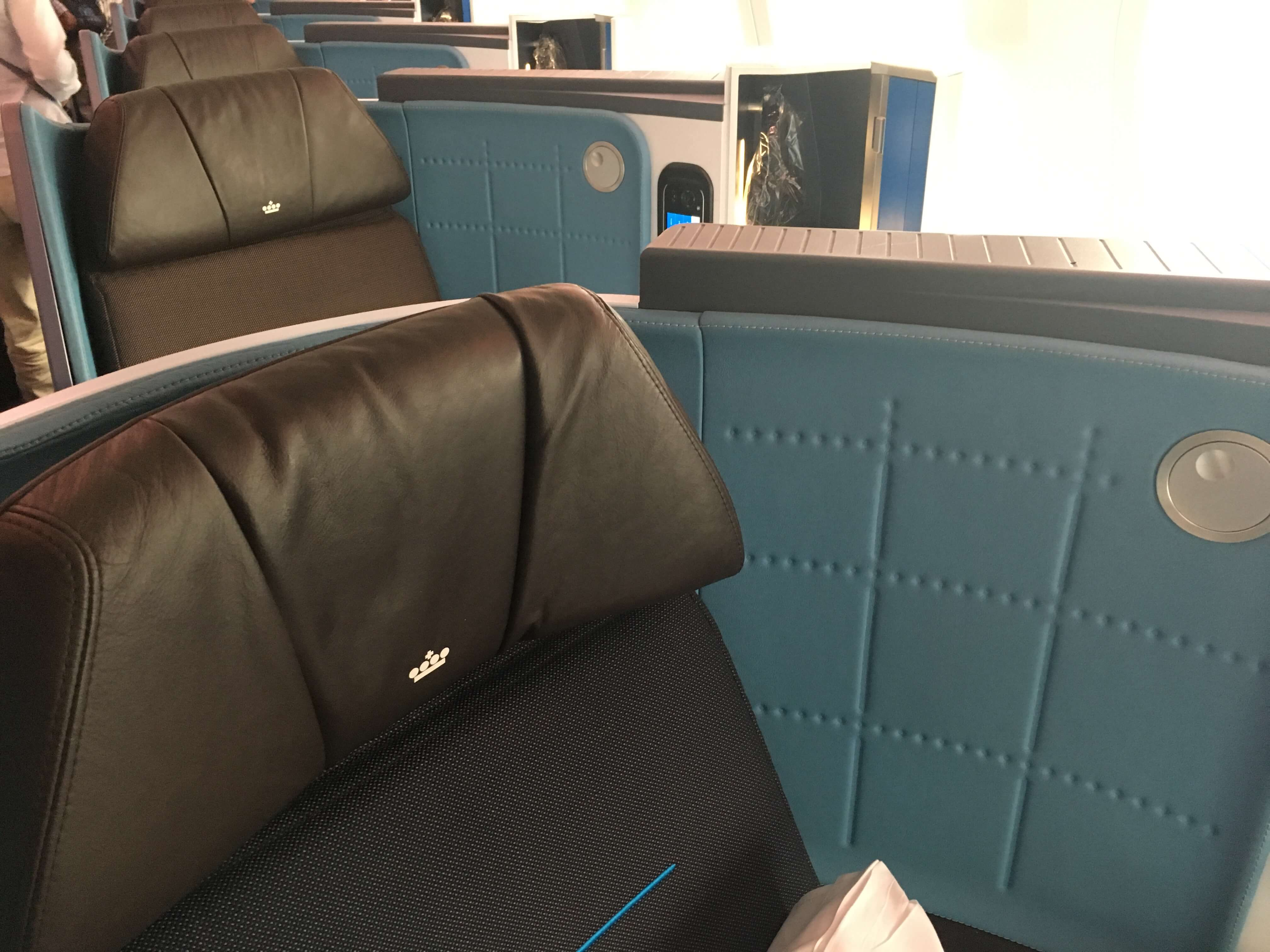 Business Class Review : KLMオランダ航空(KL) KL864  成田(NRT) – アムステルダム(AMS)
