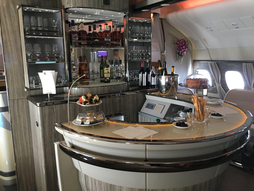 Business Class Review : エミレーツ航空(EK) EK61 ドバイ(DXB) – ハンブルク(HAM) Airbus A380-800