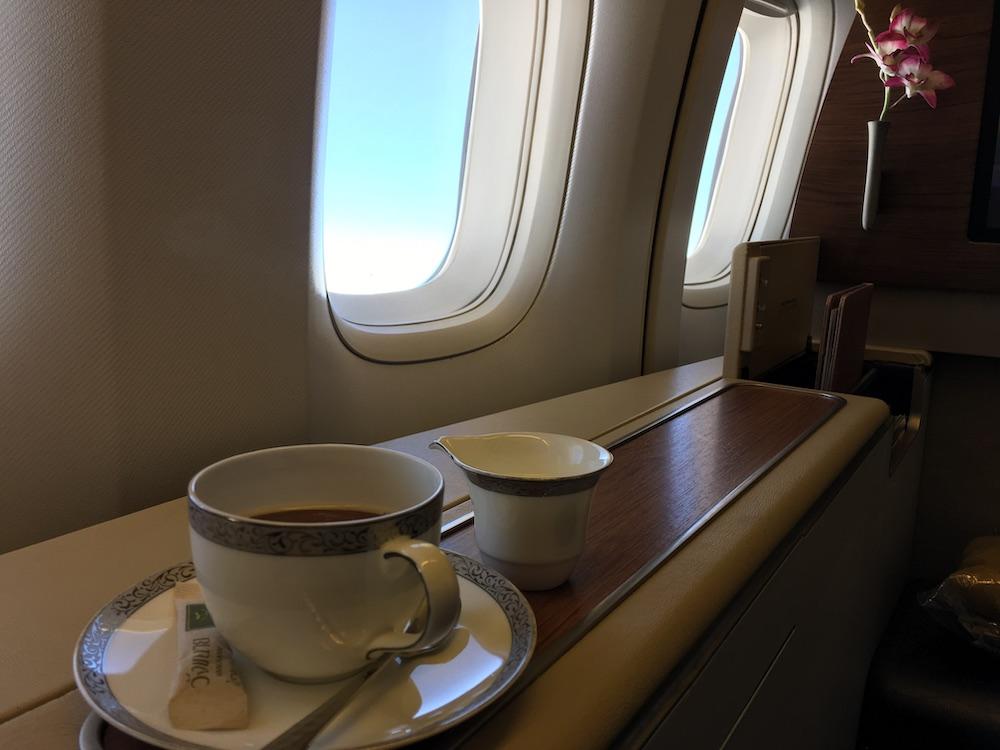 First Class Review : タイ国際航空(TG) TG660 バンコク(BKK) – 羽田(HND) ボーイング B747