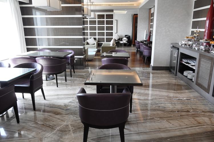 Hotel Review : ヒルトン キャピタル グランド アブダビ (Hilton Capital Grand Abu Dhabi) キングデラックスルーム(King Deluxe Room)