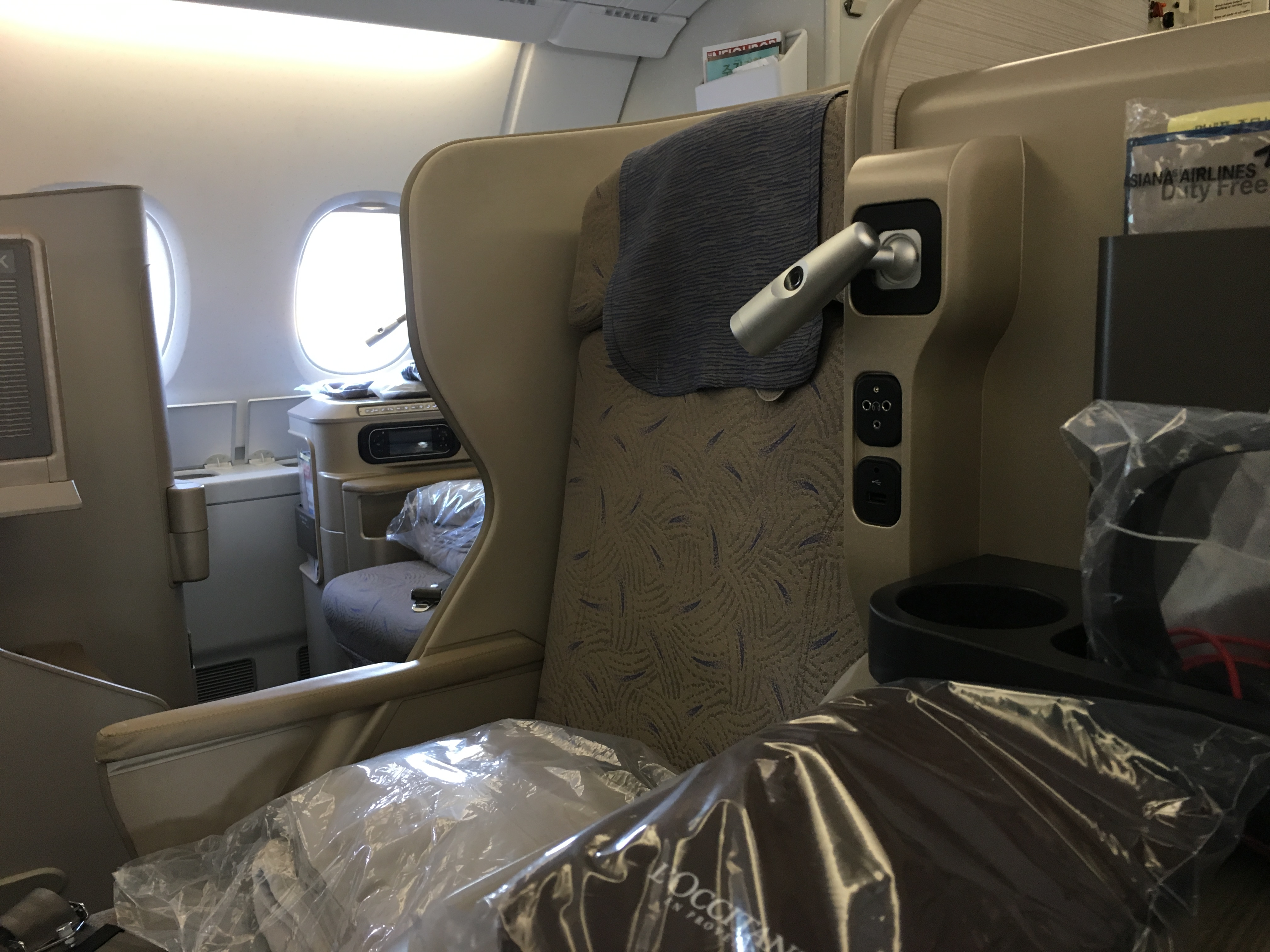 Business Class Review : アシアナ航空(OZ) OZ541 ソウル仁川(ICN) – フランクフルト(FRA) エアバス A380
