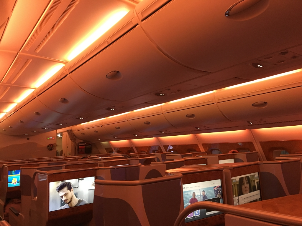 Business Class Review : エミレーツ航空(EK) EK32 ロンドンヒースロー(LHR) – ドバイ(DXB) エアバス A380
