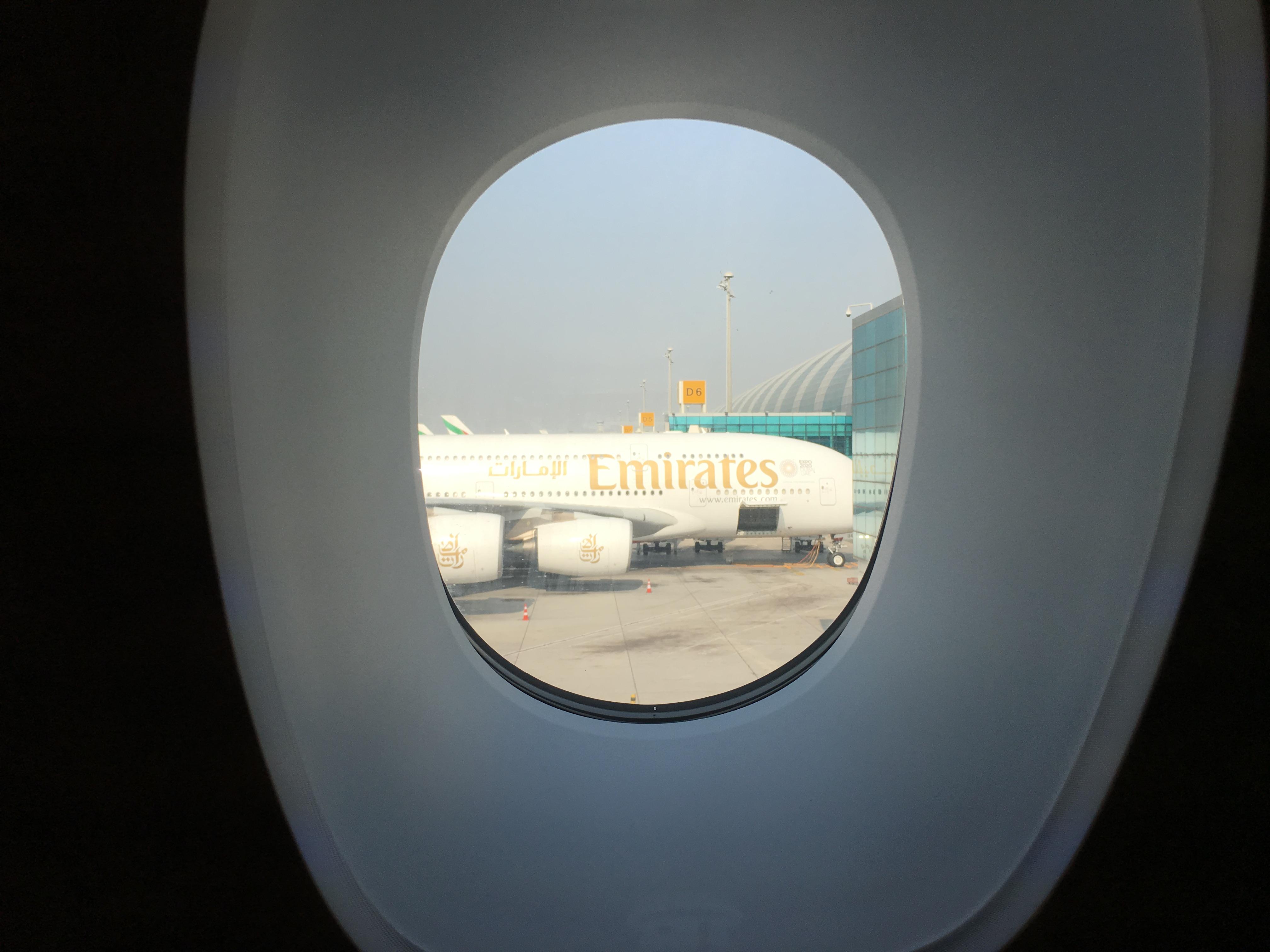 Business Class Review : エミレーツ航空(EK) EK380 ドバイ(DXB) – 香港(HKG) エアバス A380