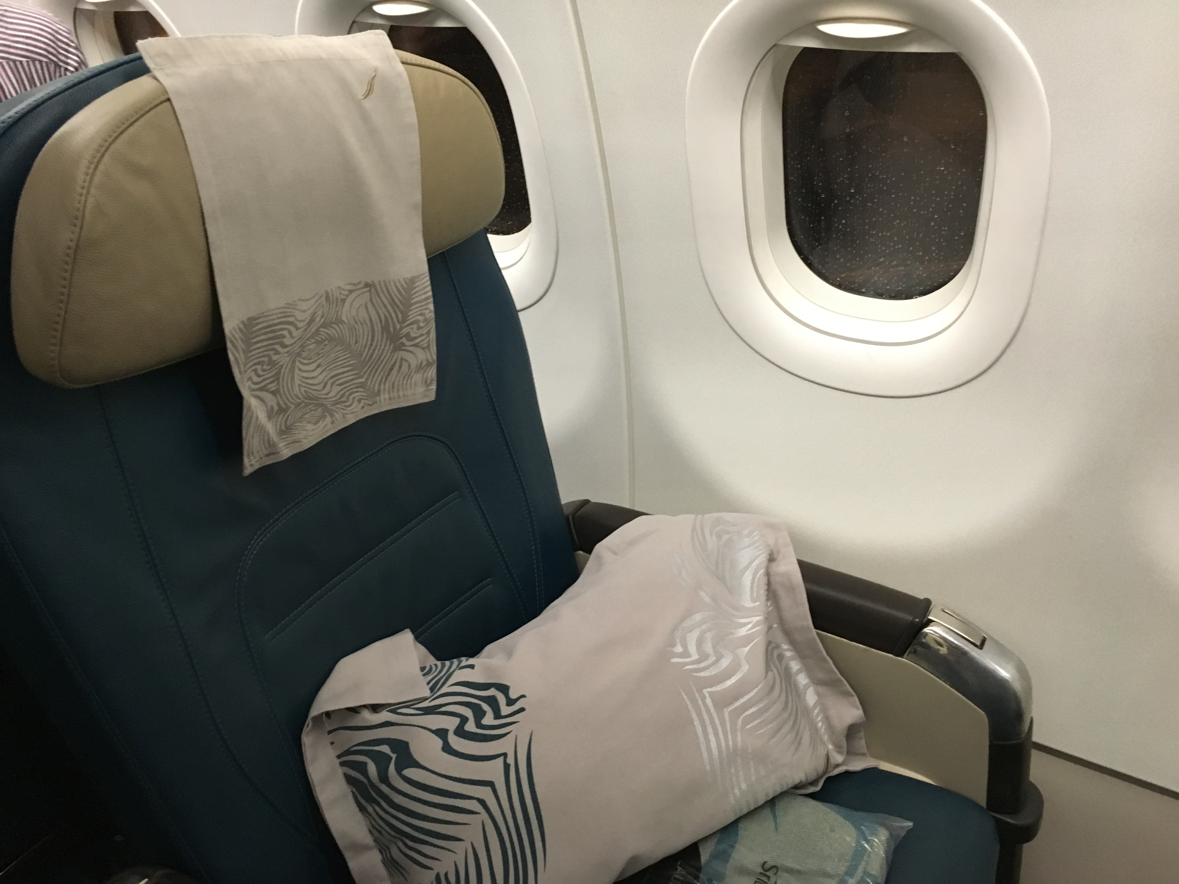 Business Class Review : UL207 コロンボ(CMB) – アブダビ(AUH)