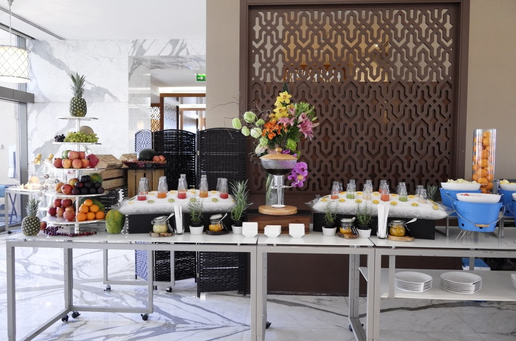 ホテルの朝食を無料で食べる方法
