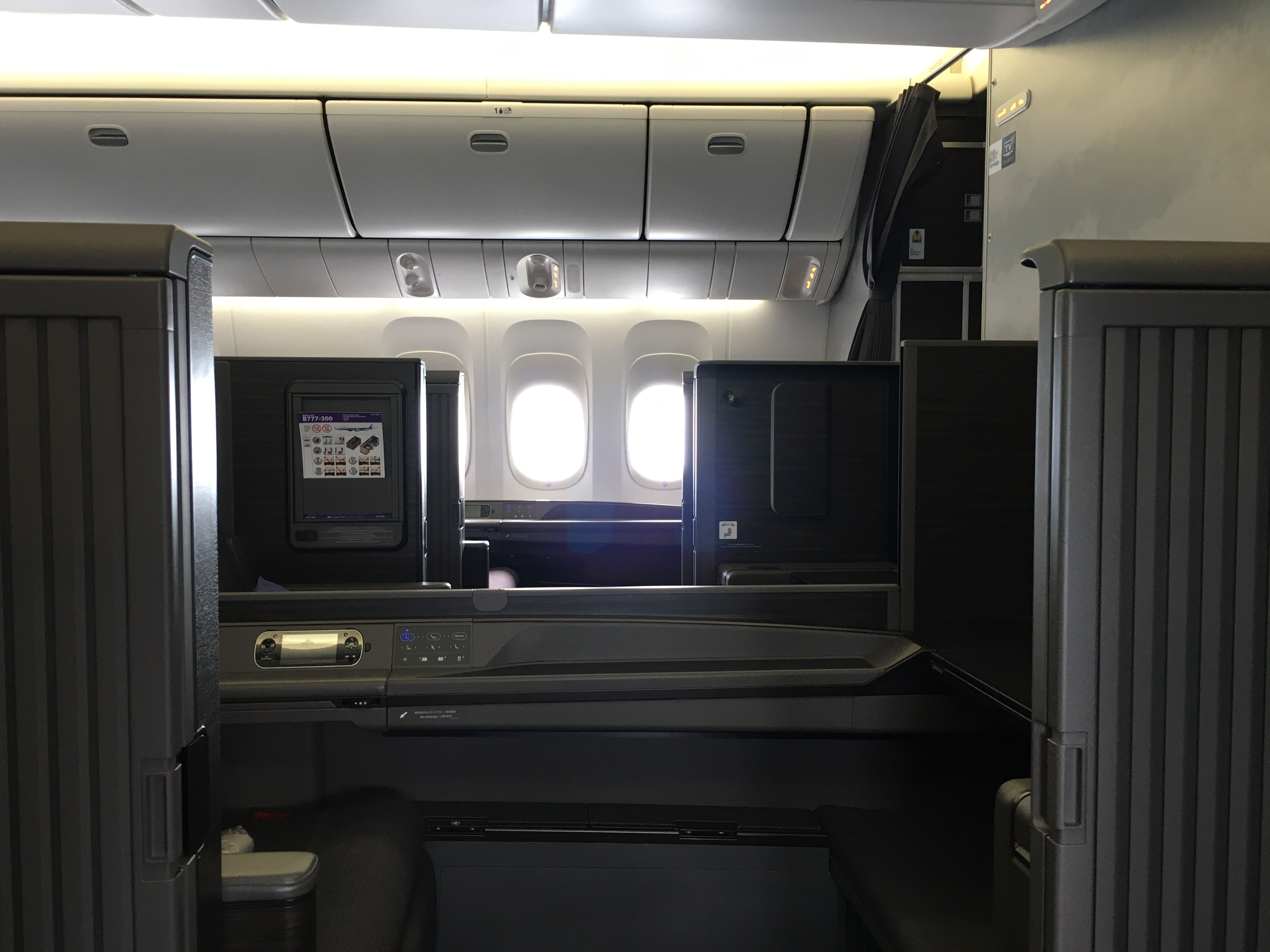 First Class Review :  ANA(NH) NH211 羽田(HND) – ロンドンヒースロー(LHR) 「The Suite」 機内食はヴィーガンミール