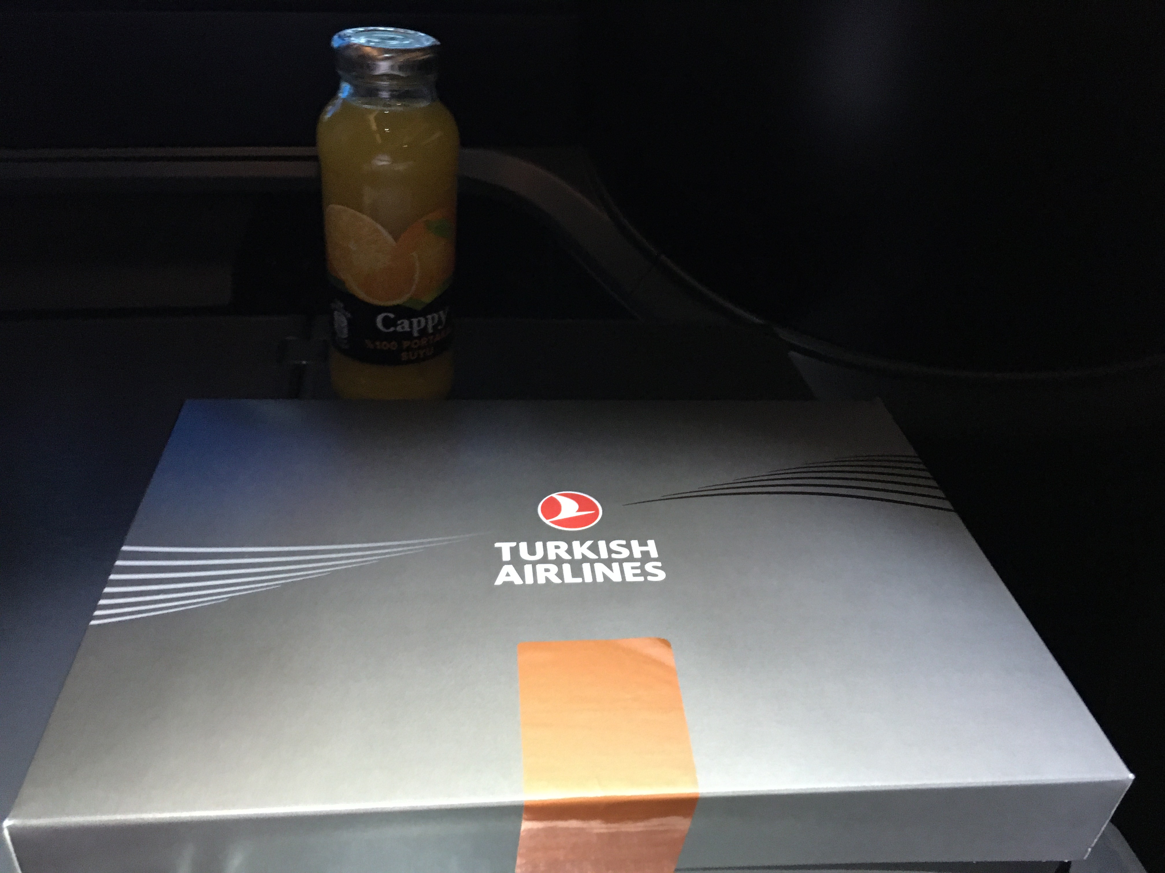 ターキッシュエアラインズ(TK)がビジネスクラスの食事サービスを元に戻します