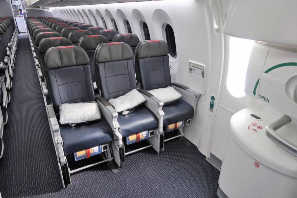 日本航空(JL)の非常口座席が有料で指定可能に。非常口座席について考えてみた