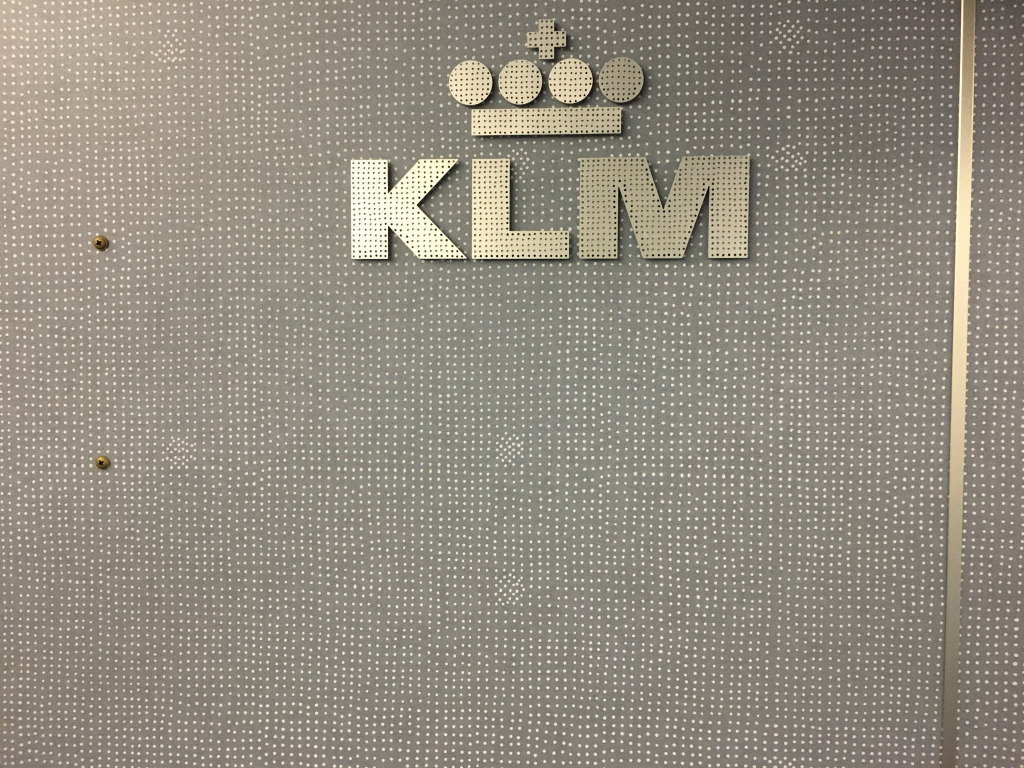 Business Class Review : KLMオランダ航空(KL) KL856 ソウル仁川(ICN) – アムステルダム(AMS) 機内食はヴィーガンミール