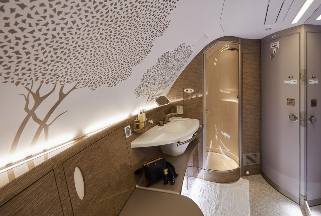エミレーツ航空(EK)がエアバス A380機材の座席を一新
