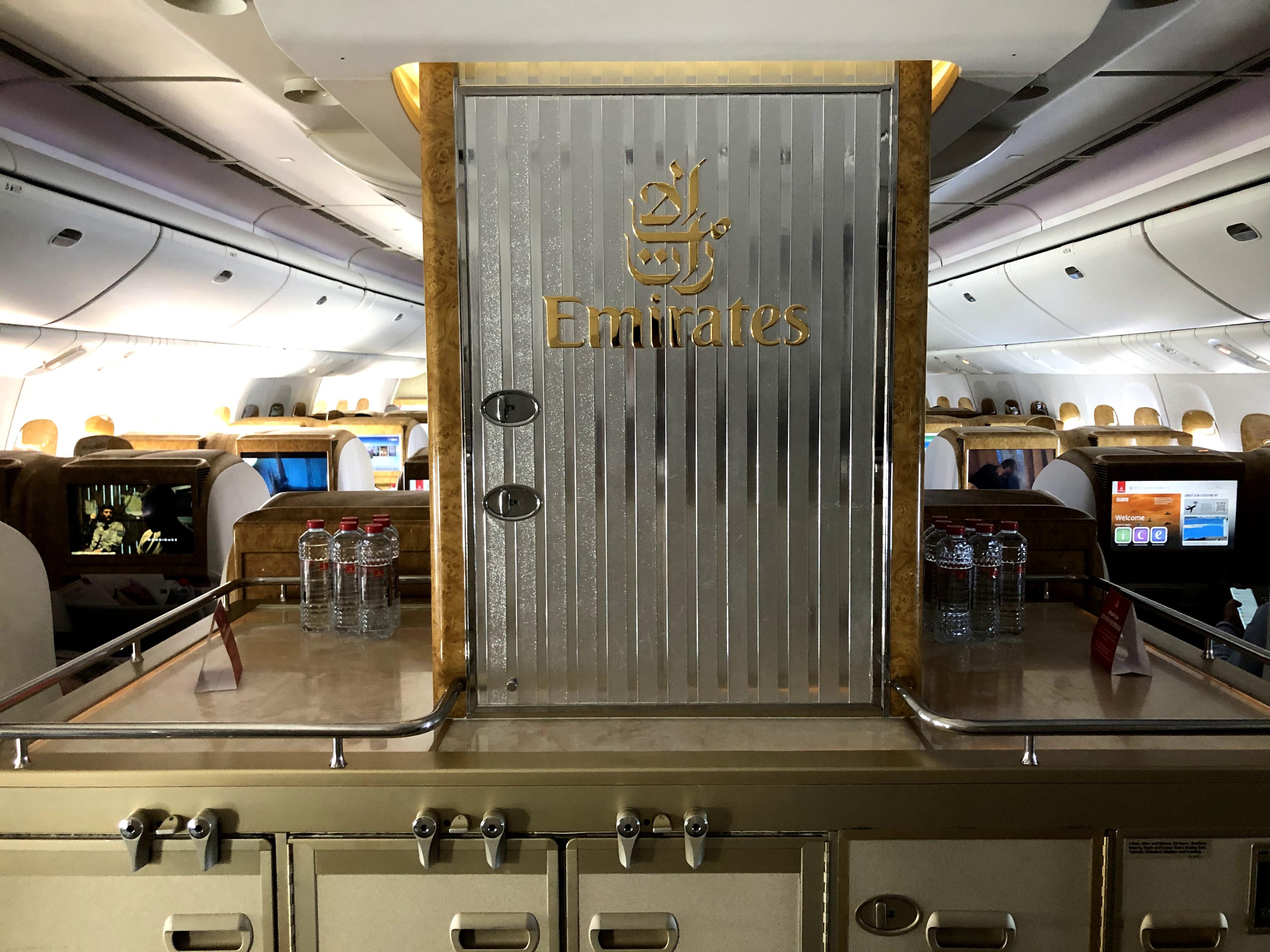 Business Class Review : エミレーツ航空(EK) EK121 ドバイ(DXB) – イスタンブール(IST)