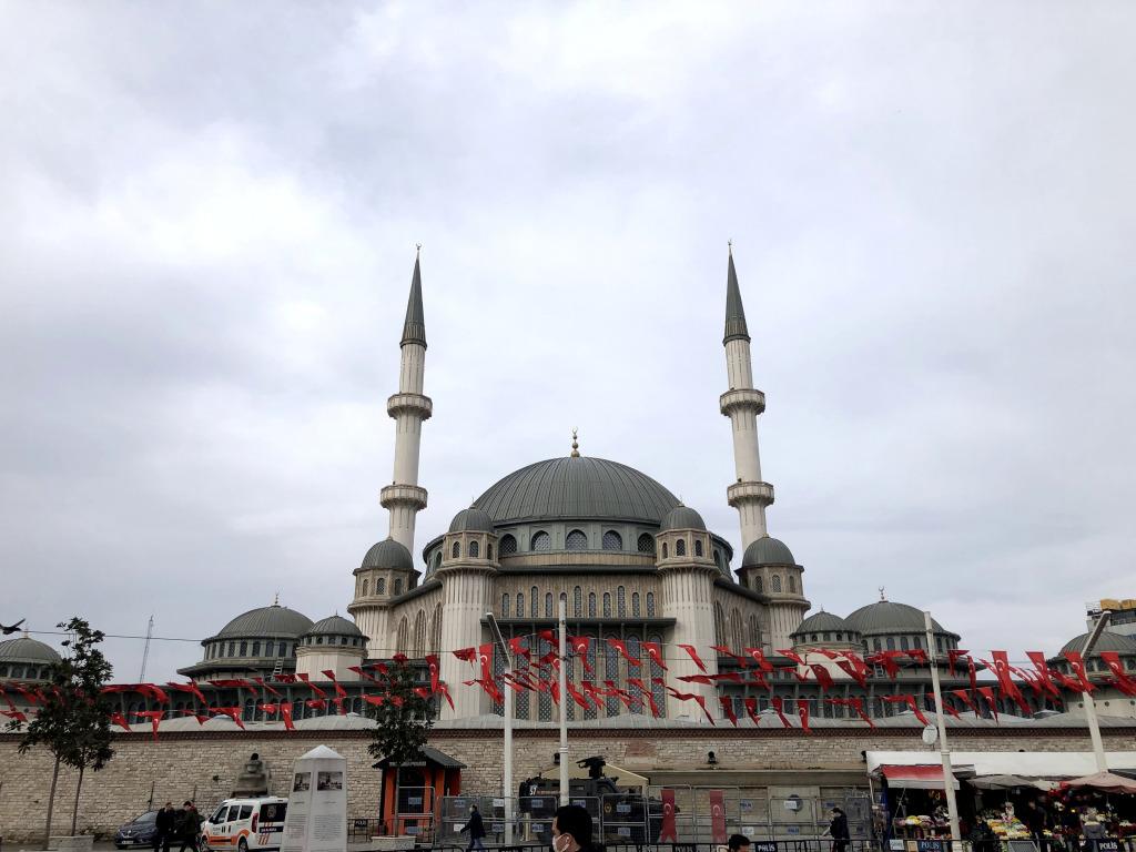 イスタンブール市内を移動するのに便利なタクシーアプリ「BiTaksi」の使い方