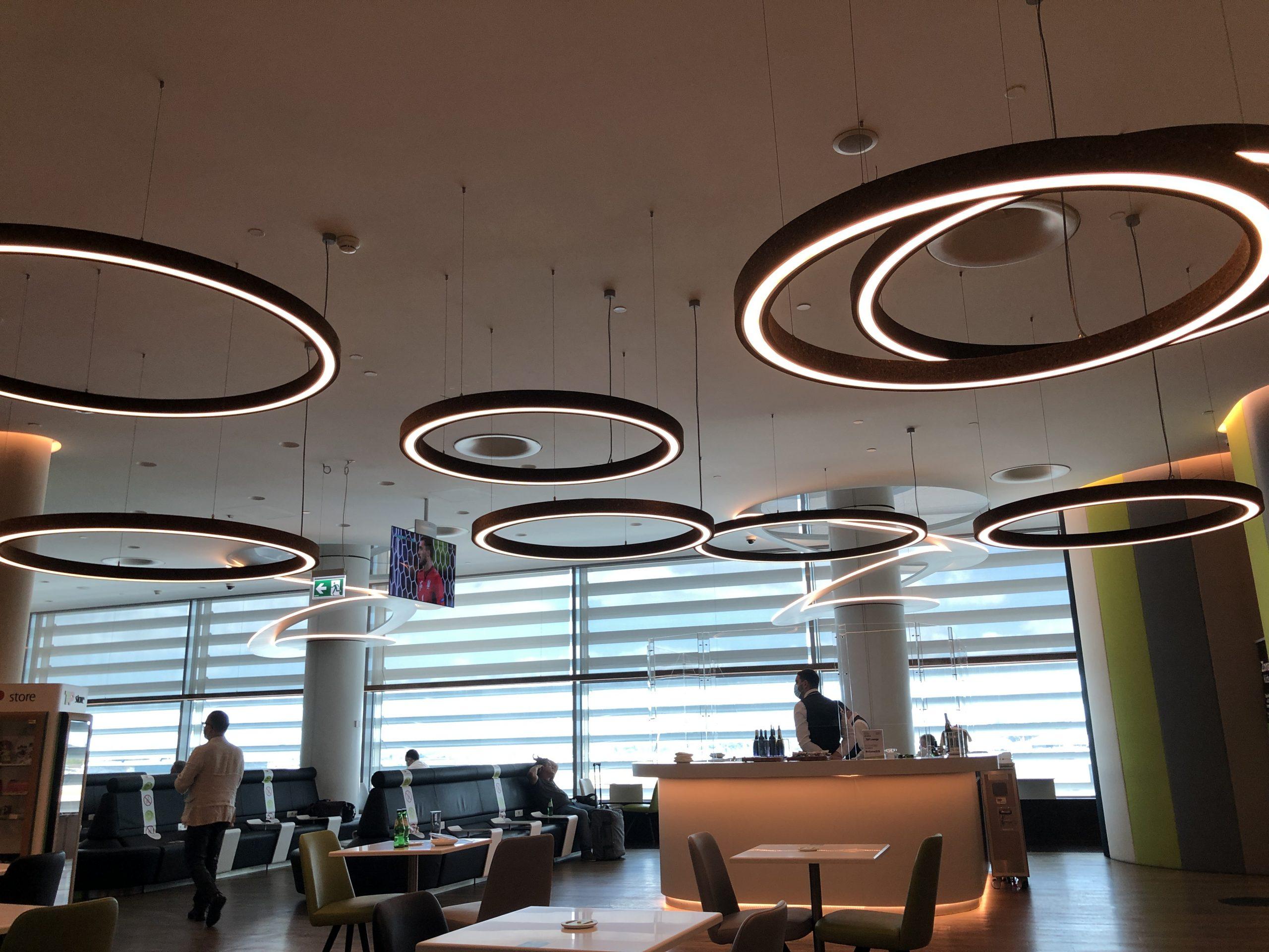 Lounge Review : リスボン空港(LIS) TAPポルトガル航空(TP) TAPプレミアムラウンジ(TAP Premium Lounge)(シェンゲン協定加盟国内)