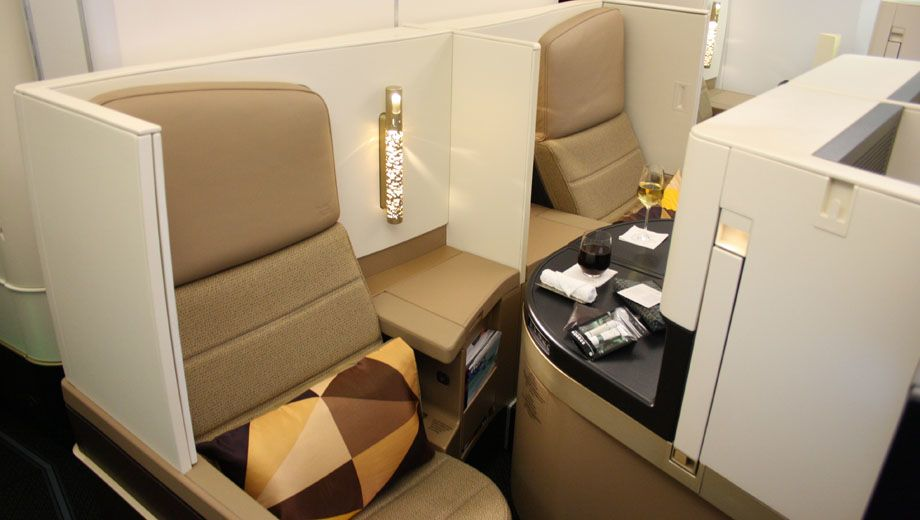 エティハド航空(EY)の新しい座席「ビジネスプラス」